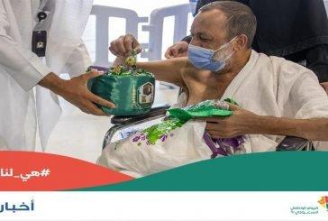 توزيع الهدايا على قاصدي المسجد الحرام احتفالًا باليوم الوطني