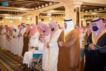 أمير الرياض بالنيابة يؤدي صلاة الميت على بداح الفغم