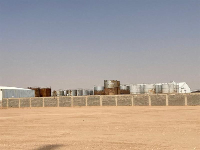 """""""الطاقة"""" تُغلق موقعًا مخالفًا لنظام التجارة بالمنتجات البترولية ضبطت به أكثر من 600 طن من المحروقات"""